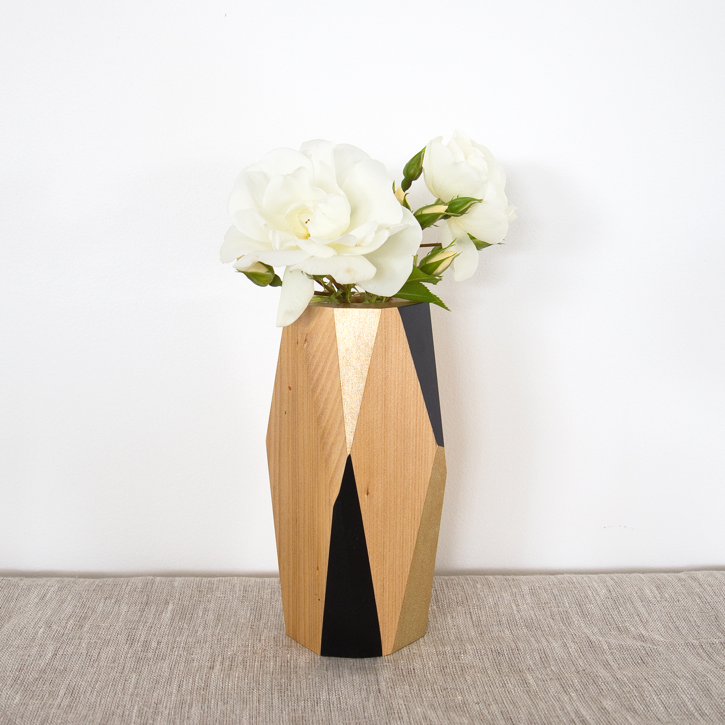 Vase black and gold