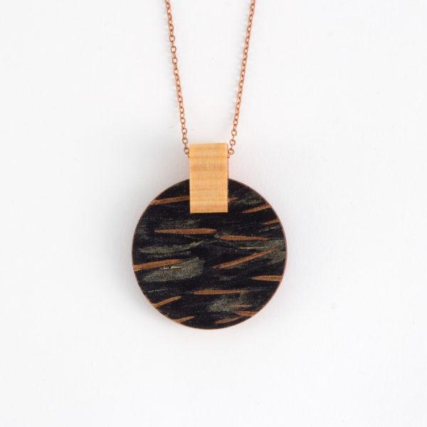 Textured necklace in Kauri