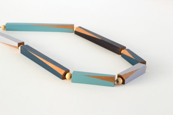 Wooden rod necklace blues